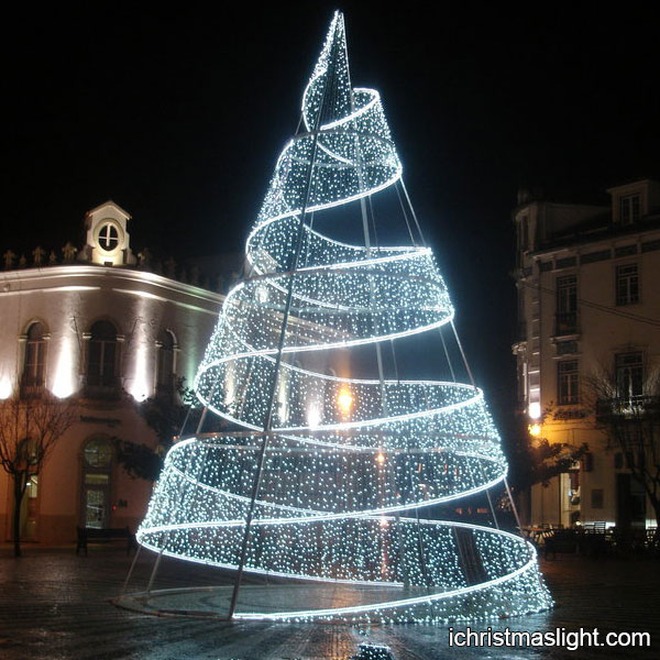 Pre lit outdoor modern christmas tree ichristmaslight for Modern christmas decorations online