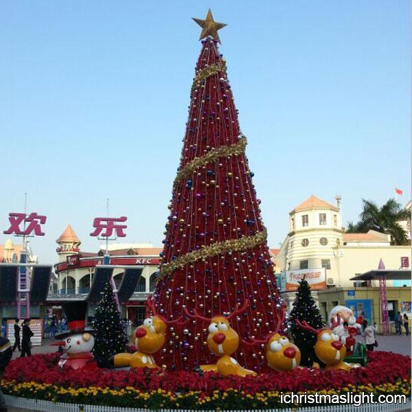 Luxury christmas tree for theme park decor ichristmaslight for Amusement park decoration ideas